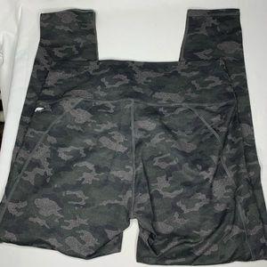 Fabletics Gray Black Camo Leggings Pants Size XL